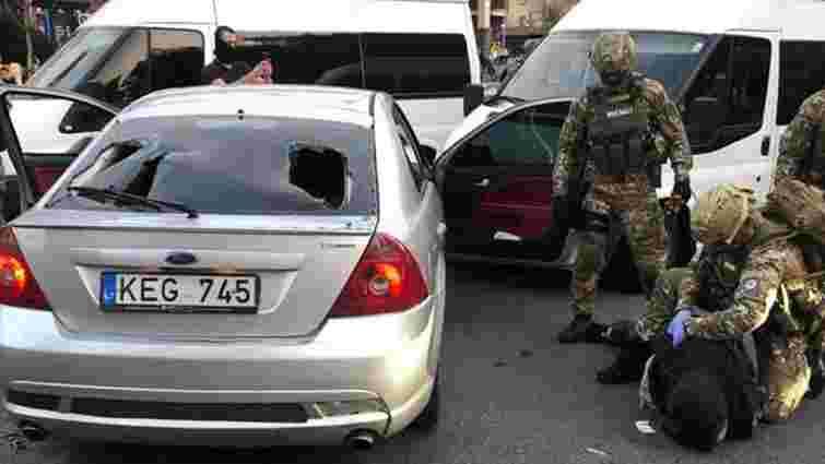 Поліція затримала у центрі Києва двох іноземців за збройне пограбування
