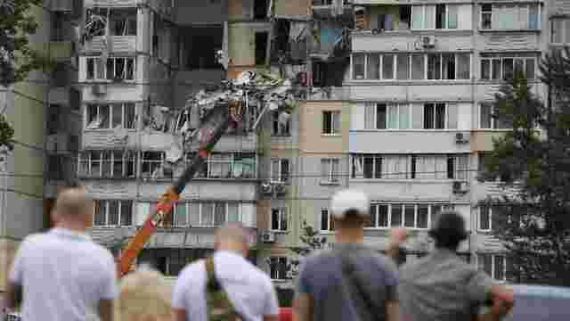 У постраждалому від вибуху будинку на Позняках знайшли зброю та вибухівку