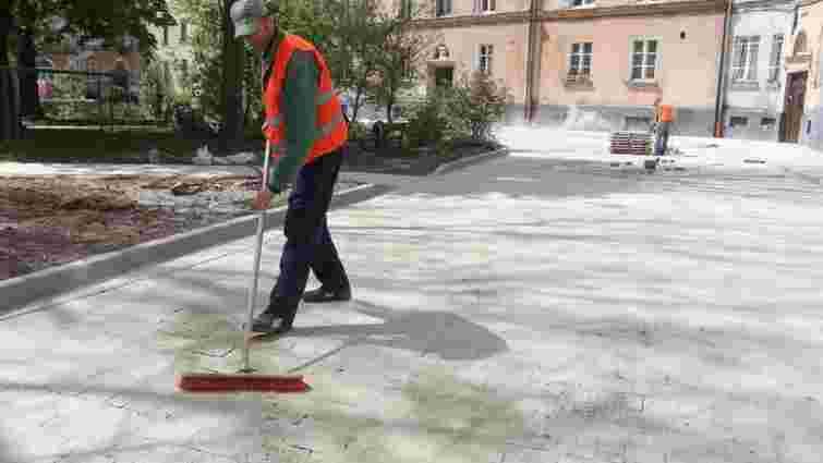Львівські двірники отримають додаткову зарплату