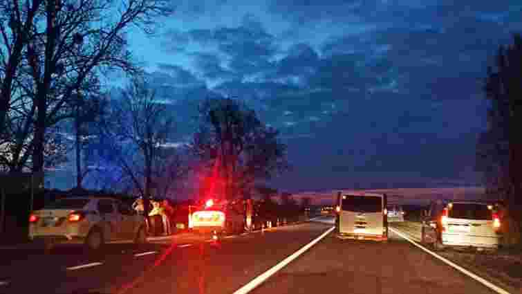 На трасі Львів – Рава-Руська водій без прав збив на смерть 42-річну жінку