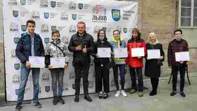 30 львівських школярів отримали від міста по 10 тис. грн премії