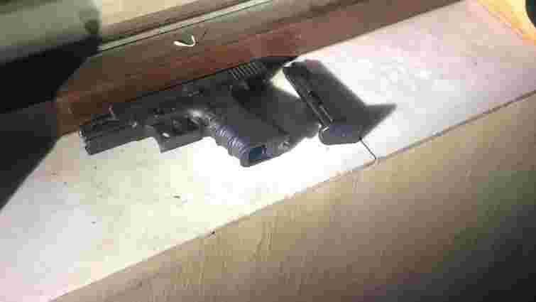 У центрі міста львів'янин пострілами з пістолета лякав п'яних сусідів