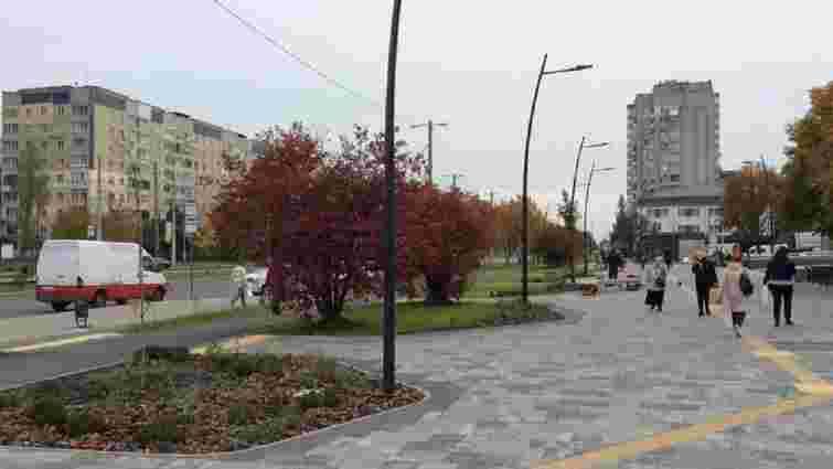 На Сихові біля поліклініки облаштували новий громадський простір