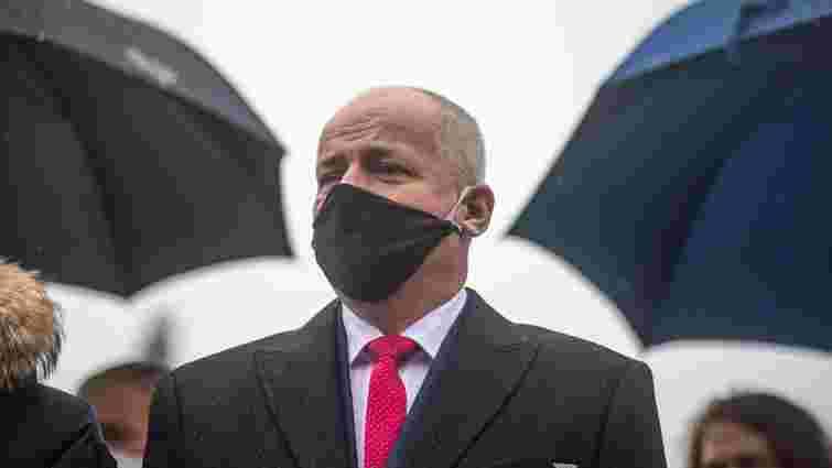 Прем'єр Чехії вимагає відставки міністра за появу без маски в закритому ресторані