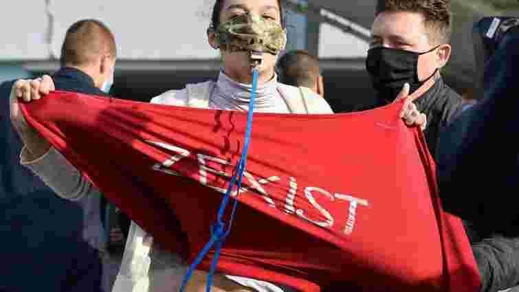Поліція оштрафувала активістку Femen, яка оголилася перед Зеленським