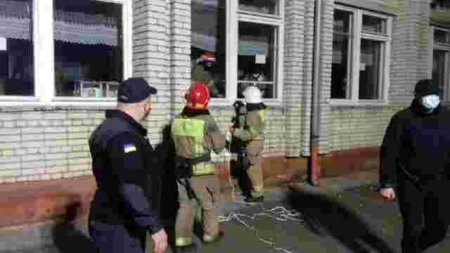 На одній з виборчих дільниць у Львові зникло електропостачання