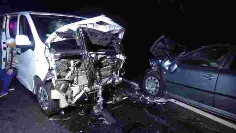 На трасі Львів-Самбір у ДТП між бусом і легковиком постраждали п'ятеро людей