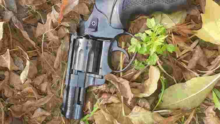 Патрульні затримали п'яну львів'янку, яка стріляла з револьвера на вулиці