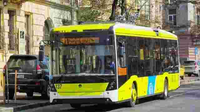У поминальні дні у Львові збільшать кількість транспорту до кладовищ