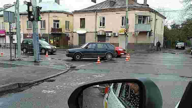 На вул. Кульпарківській авто збило 21-річну львів'янку на переході