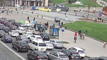 Автомобіль в'їхав у натовп людей на Майдані Незалежності, двоє загиблих