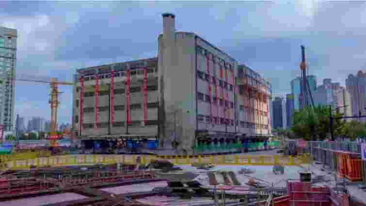 У Шанхаї перенесли історичну 5-поверхівку, аби не зносити її для будівництва ТРЦ
