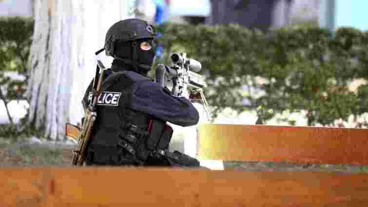 У Тбілісі озброєний чоловік захопив офіс мікрокредитної фірми