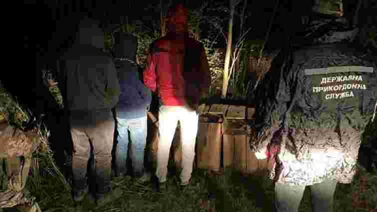 На Одещині зі стріляниною затримали контрабандистів сигарет