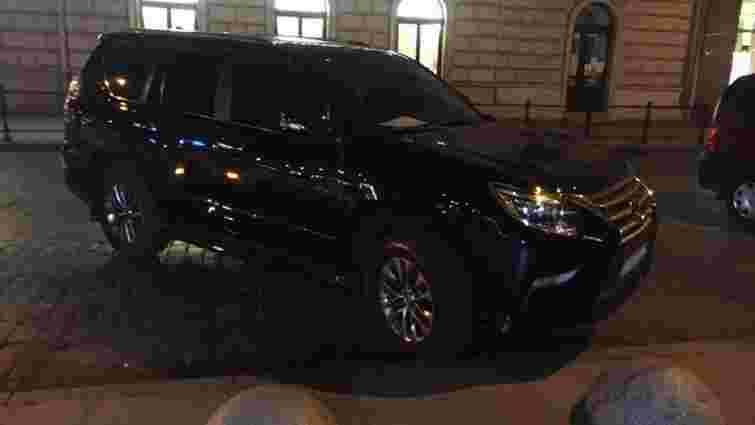 Нетверезий водій Lexus намагався відкупитись від поліції у Львові