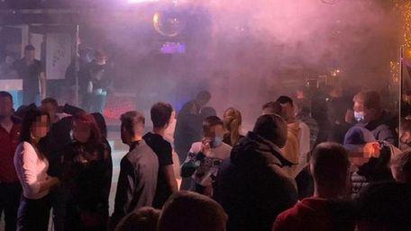 Нічний клуб у центрі Львова закрили за порушення карантину
