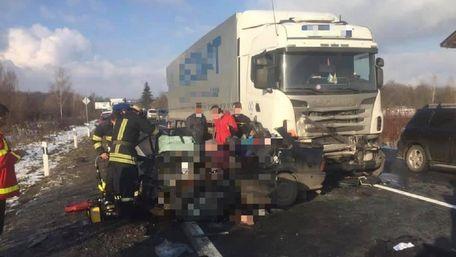 П'ятеро людей загинули в ДТП біля Мукачева