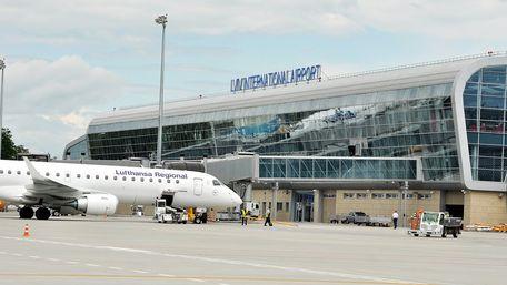 Обшуки у львівському аеропорту дестабілізують роботу летовища