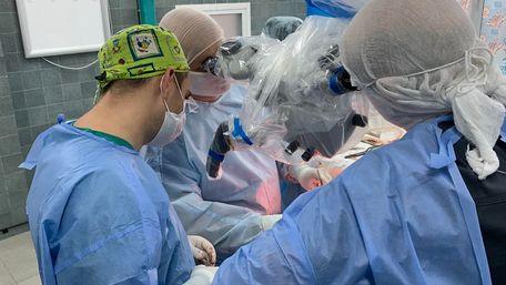 Львівські нейрохірурги провели операцію на мозку 10-річній дівчинці без крововтрати