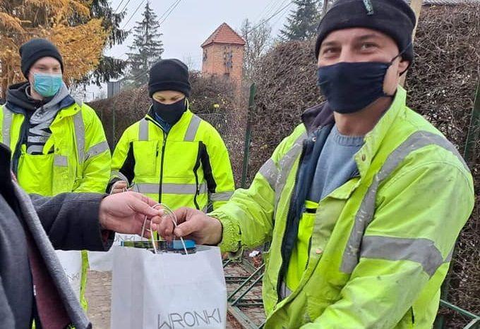 За порятунок життя дитини українцям вручили символічні подарунки (фото Роберта Дорна)