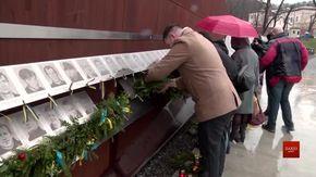 Родини Героїв прикрасили Меморіал пам'яті Небесної сотні у Львові до новорічно-різдвяних свят
