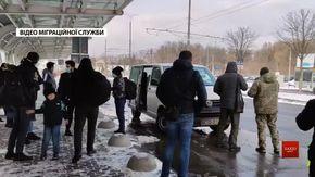 Дев'ятьох затриманих у Львові нелегалів повернули до Іраку
