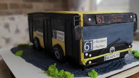 Львівську маршрутку втілили у розкішному торті. Фото дня