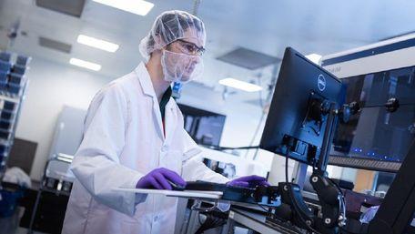 Moderna розробила вакцину для боротьби з південноафриканським штамом коронавірусу