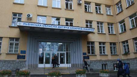 Львівські отоларингологи провели унікальну операцію 4-річному хлопчику з Хмельницького