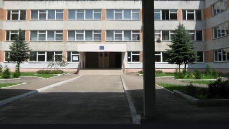 Зі львівської школи звільнили вчителя після звинувачень у побитті учня