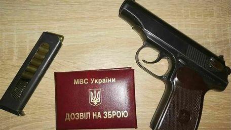 Українська поліція видала більше двох тисяч незаконних дозволів на зброю