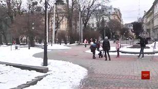 Власники собак у Львові показали, як прибирають за своїми улюбленцями