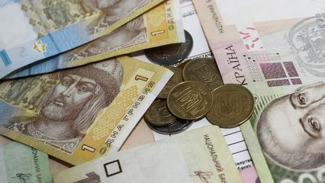 Банки почали автоматично стягувати борги з українців