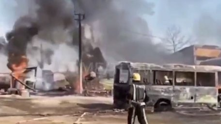 Через підпал сухої трави в селі біля Львова згоріли три автобуси