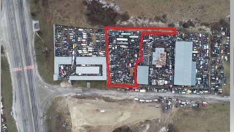 Поліцейський приватизував землю під нелегальним автозвалищем біля Львова