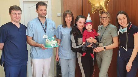 Із львівської лікарні виписали однорічного хлопчика із заново сформованою травною системою