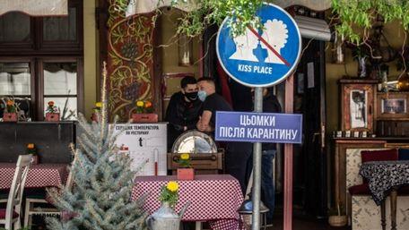 У Львові послабили карантин ринкам, літнім майданчикам та школярам