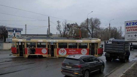 Трамвай у Харкові дрифтує під час руху. Відео дня