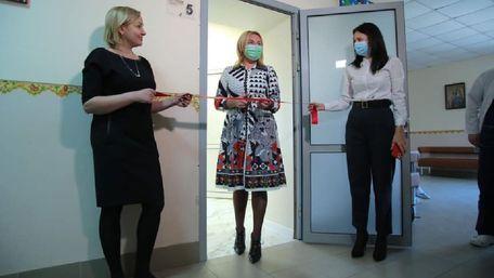 Львівська депутатка власним коштом обладнала лікарняну палату в ОХМАТДИТі