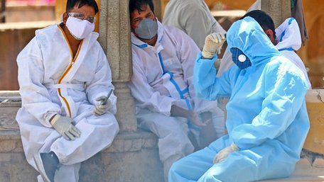 В Індії крематорії не справляються з потоком жертв коронавірусу
