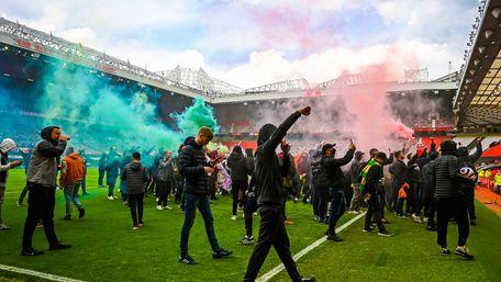 Сотні вболівальників «Манчестер Юнайтед» зірвали матч із «Ліверпулем»