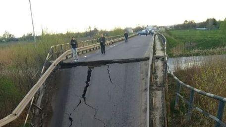 На трасі біля Кам'янки-Бузької провалився міст через Західний Буг
