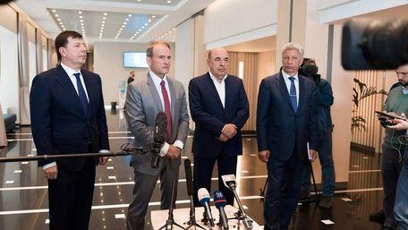 Віктору Медведчуку та Тарасу Козаку оголосили підозру в держзраді