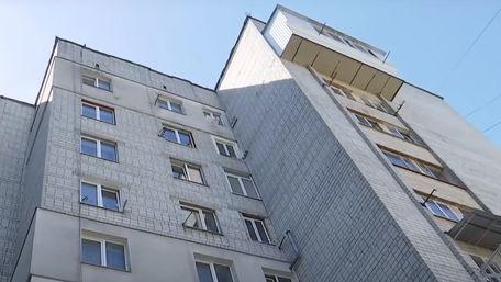 Матір загиблої у Львові дівчинки раніше пиячила при дітях. Поліція це приховала