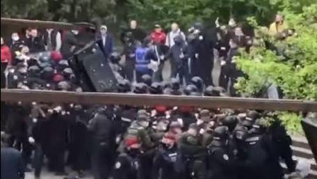 Під час матчу фіналу Кубка України у Тернополі фанати побилися з поліцією