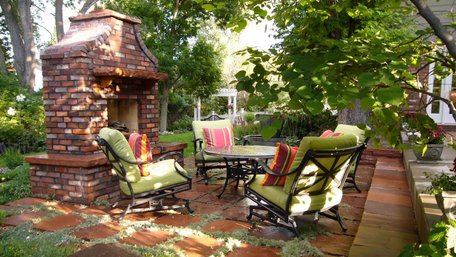 Як облаштувати відпочинкову зону біля будинку: ідеї та поради