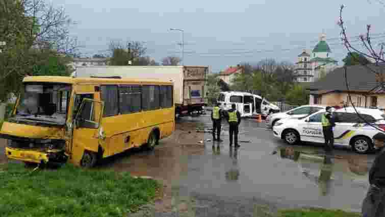 Троє людей постраждали в ДТП маршрутки та легковика біля Львова