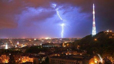 Синоптики попереджають про грози та град на Львівщині