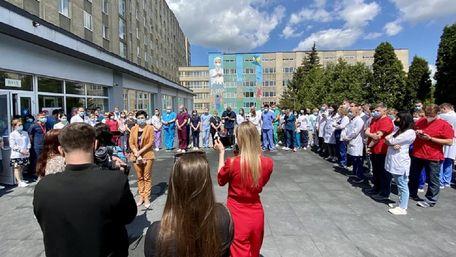 Медики лікарні швидкої допомоги Львова закликають не звільняти міністра Степанова