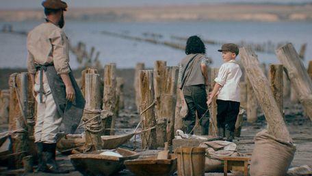 У прокаті триває показ двох українських фільмів про війну. Чому їх варто подивитись